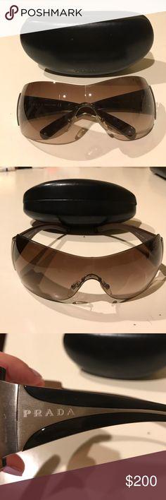 Prada sunglasses Gorgeous Prada sunglasses in excellent condition! Prada Accessories Sunglasses
