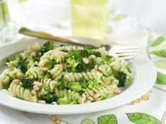 Cestoviny s brokolicou, pestom a píniovými orieškami