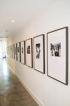 Mariposa Mari Project — The LifeStyled Company Mariposa Mari-Projekt – Das LifeStyled-Unternehmen Hallway Wall Decor, Hallway Walls, Blue Hallway, Long Hallway, Hallways, Flur Design, Wall Design, House Design, Color Concept