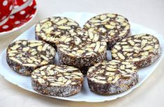 Salam de biscuiti facut in casa - reteta video | JamilaCuisine Food Cakes, Cake Recipes, Biscuits, Sweet Tooth, Deserts, Muffin, Goodies, Food And Drink, Sweets