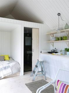 Gravity Interior : Small Swedish summerhouse via Expressen Compact Living, Tiny Living, Small Summer House, Tiny Studio Apartments, Self Build Houses, Multipurpose Furniture, Bungalow, Cabin Interiors, Tiny Spaces