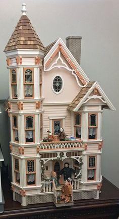Ideas Doll House Diy Plans Victorian Dollhouse For 2019 Dollhouse Kits, Wooden Dollhouse, Dollhouse Miniatures, Victorian Dolls, Victorian Dollhouse, Vintage Dollhouse, Miniature Houses, Miniature Dolls, Doll Furniture