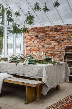 Whether you're hosting indoors or out, get some inspiration for your tabletop from this Scandinavian Christmas Dinner in a Greenhouse! Scandinavian Style, Scandinavian Christmas, Rue Verte, Turbulence Deco, Linen Tablecloth, Exposed Brick, Christmas Inspiration, Christmas Home, Cottage Christmas