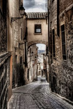 Toledo, (España) Can't wait to walk down the streets of Toledo with the love of my life!
