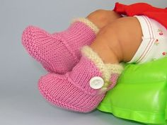Craft Passions: Baby Fur Trim One Button Booties..# free #Knitting pattern link here