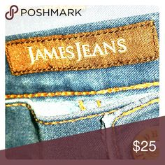 """JAMES Jeans """"Twiggy"""" 28 JAMES JEANS 28 Twiggy Azure Women's Jeans   Dry Aged Denim, very soft  Actual Measurements taken laying flat  Waist - 30""""  Inseam - 28""""  Hips - 36""""  Outseam - 37""""  Front Rise - 8""""  Back Rise - 11""""   80% cotton  17% Polyester  3% Lycra James Jeans Jeans Skinny"""