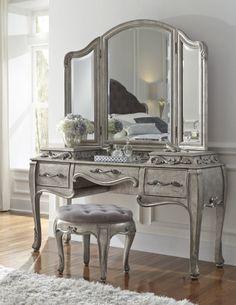 Rhianna Bedroom Vanity Set in Platinum | Pulaski | Home Gallery Stores