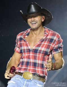 Tim McGraw the hottest old guy everrrr