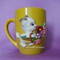 Dětský hrníček na kakao * žlutý porcelán s kočičkou, s košíkem květů z polymeru.