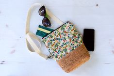 Cross Body Bag Sewing Tutorial on Bombshell Bling Cross Body Bag Pattern Free, Purse Patterns Free, Bag Patterns To Sew, Sewing Patterns, Diy Handbag, Diy Purse, Zipper Face, Sewing Tutorials, Sewing Projects