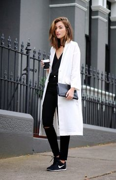 Black and white / sporty / chic / long white coat / all black / sneakers / fashion / street style / outfit inspiration / nike Black And White Outfit, White Outfits, Black White, White Casual, Classic White, White Coat Outfit, Dress Black, White Light, Looks Street Style