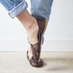 Onyva.ch / La Garconne Shoes #onyva #onlineshop #shoes #sandals #shoedesign #elegant #chic #switzerland #lagarconneshoes #vintage #summer #summershoes #summersandals #fashion #leather Elegant Chic, Shoes Sandals, Heels, Summer Shoes, Switzerland, Designer Shoes, Leather, Shopping, Vintage