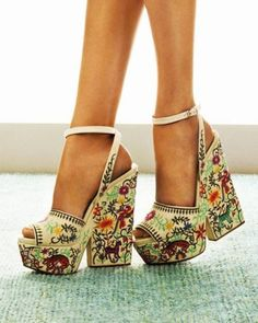 High heels shoes 2017 - Schuhe - Best Shoes World Dr Shoes, Crazy Shoes, Cute Shoes, Me Too Shoes, Shoes Heels, Boho Heels, Floral Heels, Trend Fashion, Fashion Shoes