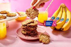 Μπισκότα δύο συστατικών με νιφάδες βρώμης και μπανάνες Chiquita | Συνταγές Chiquita | ένα υγιεινό και γευστικό επιδόρπιο για κάθε περίσταση Ww Recipes, Dessert Recipes, Cooking Recipes, Swig Sugar Cookies, Quiche, Banana Oatmeal Cookies, Cookie Brownie Bars, Baby Finger Foods, Best Food Ever