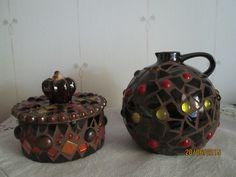 Kynttilänjalka tehty mosaiikkityönä  tyrokspallon pääjje