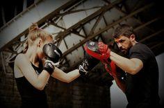 Intensywny trening aerobowy wykorzystujący elementy technik sztuk walki, przede wszystkim boksu. Buduje żelazną kondycję, uwalnia od negatywnych emocji i zbędnych kilogramów. Rzeźbi i ujędrnia ciało, poprawia ogólną wydolność organizmu. Autorski program Jacka Dymowskiego według twórcy programu dodaje pewności siebie, uczy koncentracji i skupienia, daje satysfakcję, energetyzuje, wycisza.