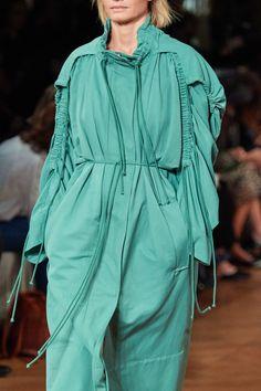 Stella McCartney Spring 2020 Ready-to-Wear Fashion Show - Vogue 2020 Fashion Trends, Fashion 2020, Fashion Show, Women's Fashion, Vogue Paris, Stella Mccartney Tennis, Tennis Fashion, Vogue Us, Fashion Details