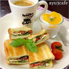 手作りバジルソースでホットサンド(⁎⁍̴ڡ⁍̴⁎) クリームチーズ&イタリアントマトで♡ - 27件のもぐもぐ - イタリアンホットサンド by ayu3cafe