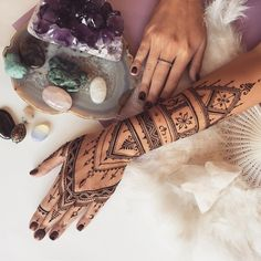"""""""Long African style #henna glove for this morning #veronicalilu"""""""