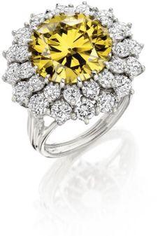 An Yellow Diamond and White Diamond Cluster Ring