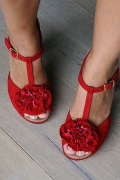 Pretty red summer shoes