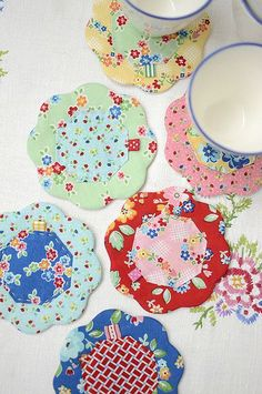 Pretty Flower Coasters are a Breeze to Make – Quilting Digest Quilted Petal Coasters Scrap Fabric Projects, Small Sewing Projects, Fabric Scraps, Quilting Projects, Sewing Crafts, Scraps Quilt, Fabric Glue, Quilted Coasters, Quilted Potholders