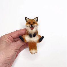 Needle Felted Cat, Needle Felted Animals, Felt Animals, Felt Fox, Wool Felt, Felting Tutorials, Felt Brooch, Animal Projects, Freundlich