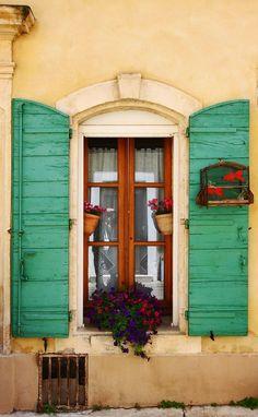 coisasdetere:  Arles, Bouches-du-Rhône, France.