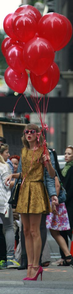 red balloons and oh. OH. WAIT. GUYS, THAT IS TAYLOR. AHHHHH.
