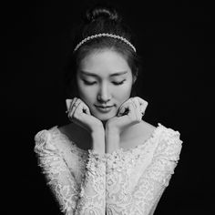 Timeless wedding photography by Claude Studio - La Bride Korean Wedding Photography, Wedding Photography Poses, Wedding Poses, Wedding Shoot, Wedding Portraits, Wedding Bride, Bridal Photoshoot, Bridal Shoot, Bride Portrait