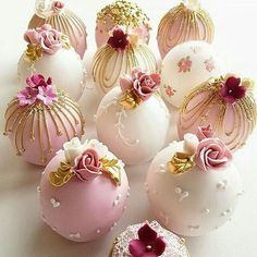 Bolas de pastel de boda in 2020 Pretty Cakes, Beautiful Cakes, Amazing Cakes, Fancy Cakes, Mini Cakes, Patisserie Fine, Wedding Cake Pops, Mini Wedding Cakes, Candy Apples
