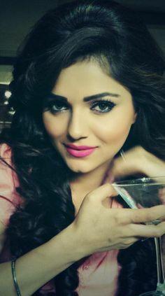 Rubina Dilaik is an Indian television actress known for playing Radhika in Zee TV's Chotti Bahu . Rubina Dilaik grace the Gold Awards Cute Girl Photo, Girl Photo Poses, Indian Tv Actress, Indian Actresses, Most Beautiful Women, Simply Beautiful, Tashan E Ishq, Beauty Full Girl, Fashion Tv