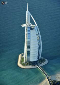 An aerial view of the Burj Al Arab hotel in Dubai December 21, 2009. State-owned Dubai World did not ask creditors for a standstill on $22 billion of debt at a meeting on Monday, adding to uncertainty for investors who have been in the dark for weeks and hurting local bank shares. REUTERS/Matthias Seifert