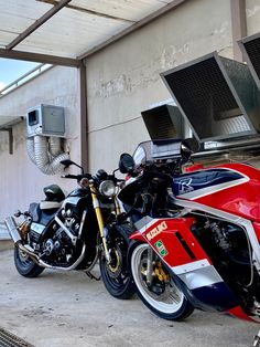 Vmax 1200 & GSXR 750 by LRMPGR- inspired by gorilas. Gsxr 750, Motorcycle Parts, Motorcycles, Inspired, Living Room, Inspiration, Biblical Inspiration, Home Living Room, Drawing Room