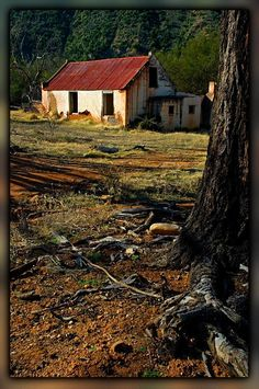 Baviaanskloof ruins - an abondoned farmhouse near Keerom within the Baviaanskloo. House Landscape, Landscape Photos, Landscape Art, Landscape Paintings, Abstract Photography, Landscape Photography, Nature Photography, Pioneer House, Farm Paintings