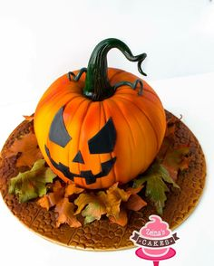 Pumpkin Patch Cake, Pumpkin Shaped Cake, Pumpkin Cookies, Halloween Desserts, Halloween Cookies, Halloween Pumpkins, Fondant Cakes, Cupcake Cakes, Cookies Cupcakes And Cardio