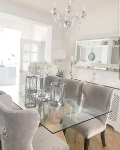 44 Captivating Glass Dining Room Design Ideas For Home Inspiration Dining Table Decor Centerpiece, Dinning Room Table Decor, Elegant Dining Room, Luxury Dining Room, Dining Room Design, Glass Dinning Table, Dining Rooms, Centerpiece Ideas, Narrow Dining Room Table