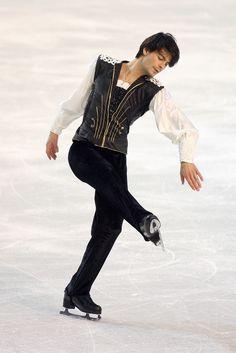 **Like a beautiful Prince** Figure Skating Olympics, Figure Skating Outfits, Figure Skating Costumes, Skating Dresses, Roller Skating, Ice Skating, Roller Derby, Male Figure Skaters, Stephane Lambiel