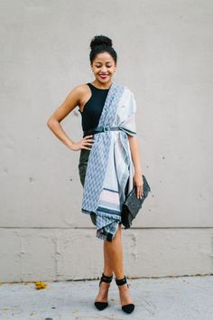 4 Chic Ways to Get Wrapped Up in Your Blanket Scarf - Verily Blanket Scarf Outfit, How To Wear A Blanket Scarf, Ways To Wear A Scarf, Scarf Dress, How To Wear Scarves, Scarf Outfit Summer, Scarf Belt, Dress Outfits, Cute Outfits
