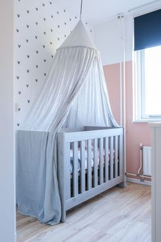 Babykamer in kleur Katje. Zoet, maar toch ook stoer. #katje #histor #babykamer Cribs, Furniture, Bullet Journal, Home Decor, Bedroom Neutral, Light Colors, Child Room, Infant Room, Baby Room Girls