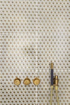 Laurence Pidgeon  Made a Mano, gold tiling