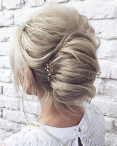 Beautiful french twist wedding updos hairstyles perfect for any wedding venue - This stunning wedding hairstyle for long hair is perfect for wedding