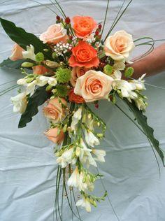 Bouquet de mariée en orange ] Cascading Wedding Bouquets, Bride Bouquets, Bridal Flowers, Floral Bouquets, Flower Girl Bouquet, Flower Bouquet Wedding, Fairytale Weddings, Flowers For You, Arte Floral