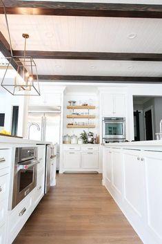 white oak flooring with weathered oak stain Hardwood Floor Colors, Light Hardwood Floors, Dark Hardwood, Dark Wood, White Oak Wood, White Oak Floors, Walnut Wood, Oak Laminate Flooring, Kitchen Flooring