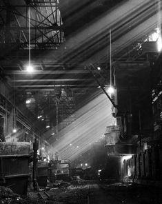 Pouring ingots at an Illinois steel plant, 1944 | Photographer Spotlight: Andreas Feininger | LIFE.com