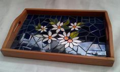 Bandeja Mosaic Tray, Mosaic Tile Art, Mosaic Pots, Mosaic Crafts, Mosaic Projects, Hobbies And Crafts, Diy And Crafts, Mosaic Garden Art, Faux Walls