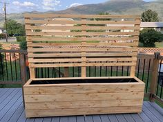 Step by step instructions for building a large planter with privacy screen. Large Planters, Wood Planters, Planter Boxes, Building A Raised Garden, Raised Garden Beds, Privacy Planter, Pocket Hole Screws, Landscape Fabric, Backyard