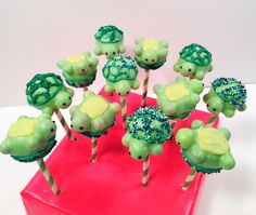 Love the upside-down turtles! Turtle cake pops! By blakers dozen