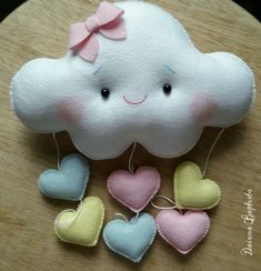 Felt cloud mobile with silicone fiber padding. Foam Crafts, Fabric Crafts, Sewing Crafts, Diy And Crafts, Sewing Projects, Projects To Try, Homemade Baby Gifts, Felt Baby, Felt Decorations