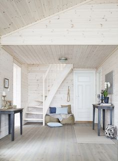Valkoista ja pastelleja - White and Pastels The Style Files Kuvat: Gro Saevik Moderni koti - A Modern Home Kli. Log Home Interiors, Loft Room, Little Houses, Home Decor Furniture, Cottage Style, My Dream Home, Home And Living, Home Fashion, House Plans